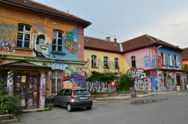 Zdejší domy typicky září všemi barvami.