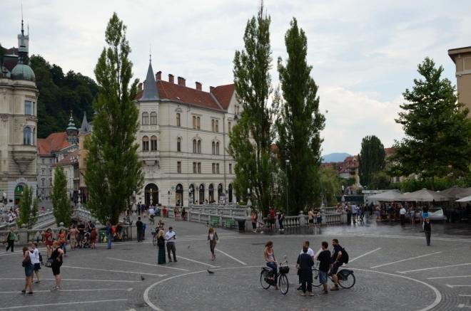 Náš dvoudenní okruh se uzavírá na nám již známém Prešerenově náměstí. Zde máme Trojmostí jako na dlani.