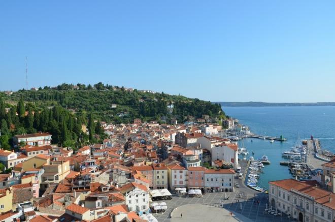 A tady je druhá polovina. Pevnina v pozadí (vpravo) již patří Chorvatsku.