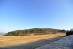Opeřová (498 m n. m.). Zvláštní název zalesněného vrcholu.