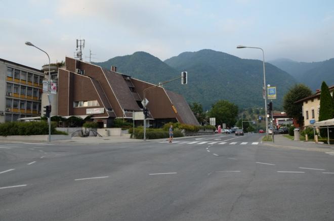 Centrum Tolminu se rozkládá v okolí této křižovatky a není nijak velké, pro ilustraci postačí tato a následující fotka (víc jich stejně nemám).