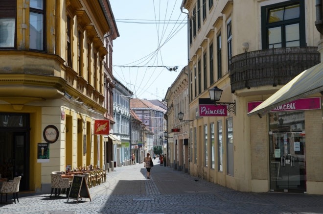Gosposka ulica, jedna z pěších zón v centru. My se ale obracíme doleva do Slovinské ulice (Slovenska ulica).