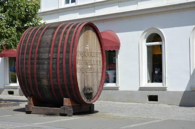 Sud před vinným sklípkem (Maribor má silnou vinařskou tradici)