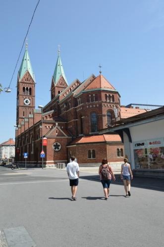 Františkánský kostel (Frančiškanska cerkev) s klášterem, hodně výrazná budova poblíž centra. Postaven byl na přelomu 19. a 20. století.