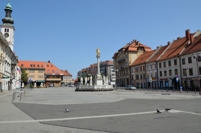 Tohle už je konečně to hlavní náměstí, na které se celou dobu ptáme. Jmenuje se jednoduše Hlavní náměstí (Glavni trg) a ze spousty mariborských náměstí vypadá skutečně asi nejoficiálněji.