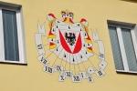 Sluneční hodiny obecního úřadu ve Vráži ukazují letní čas. Na ten si my budeme muset počkat až do 30. března, kdy se čas posune z druhé hodiny noční na třetí.