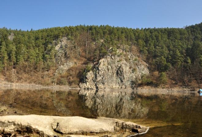 Z PR Dědovické stráně máme před nosem další skvělé panorama. Rezervaci Výří skály u Oslova.