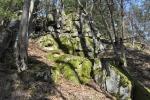 Na Skalkách (413 m n. m.) je vrchol kopce, který řeka ze třech stran obtéká.