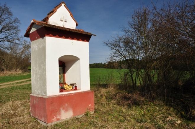 Kaplička nad Podelhotou.