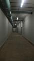nad hlavou je ještě jedno patro a pak asi 3 metry kvalitniho betonu, několika metrová vrstva hlíny a pak ještě speciálni vrstva betonu, kde se měli utlumit případné účinky bomb; a opět hlína, křoviska a stromy ...