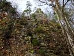 Kamenná Baba shlíží na nebohé cyklisty z pěkné výšky a pokud se jí někdo svým křikem a rušením klidu znelíbí, okamžitě na něho začne shazovat kameny a někdy i vzrostlé stromy.