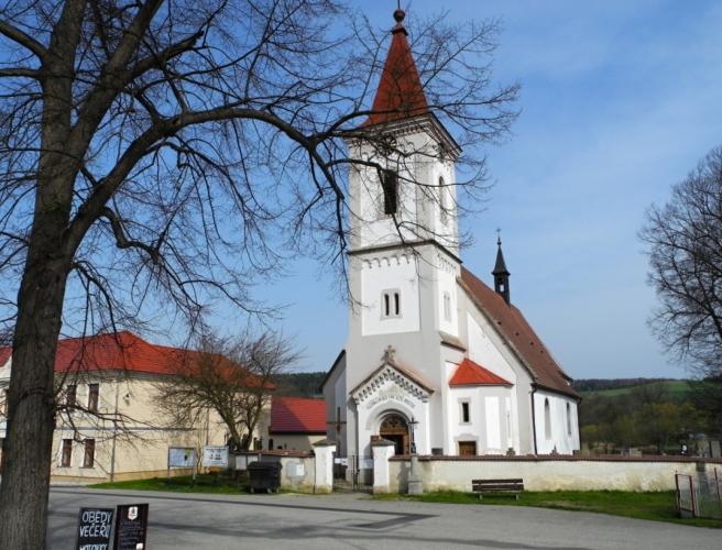 Purkarecký kostel Sv. Jiří pochází z šedesátých let čtrnáctého století.