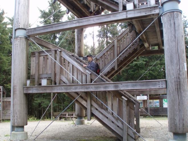 Turmhaidel s výškou 35m a mohutnou základnou je bytelnou a dobře zabezpečenou rozhlednou.