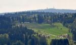 Pohled za hranice k Bishofsreutu a k rozhledně Haidel (1 167 m n. m.).