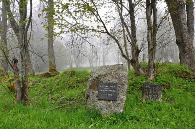 Pomníček obce Radvanovice.