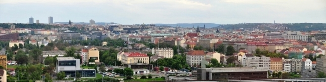 Praha naširoko.
