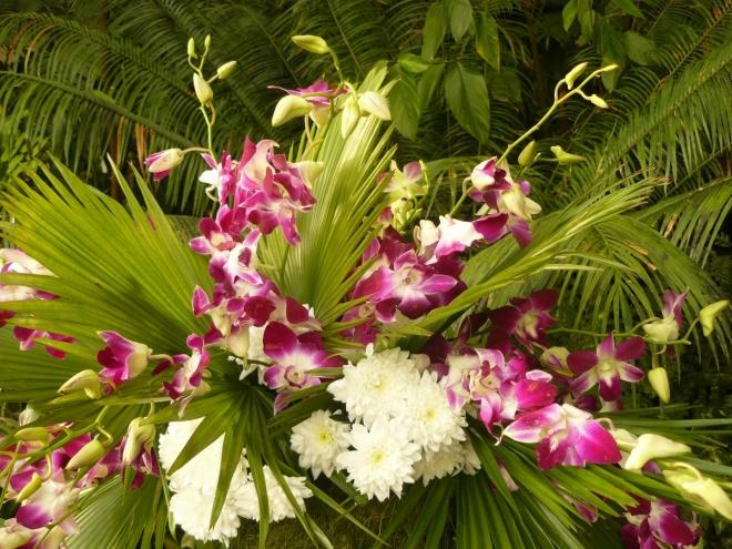Kytice (myslím, že i z orchideje)