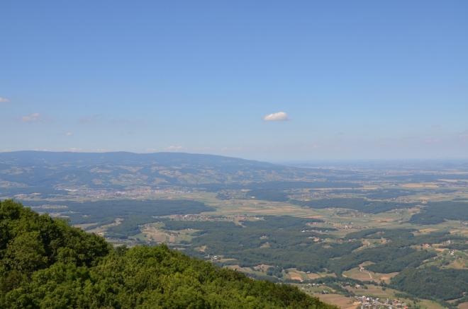 Při východním úpatí je trochu viditelný i Maribor.
