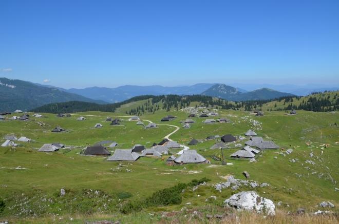 Jižní část osady Velika Planina jsme si již prošli (či přesněji obešli).