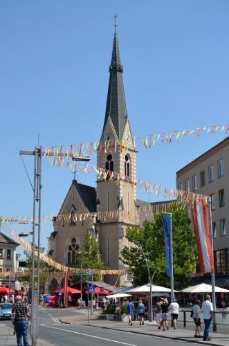 Kostel sv. Mikuláše (Nikolaikirche) na levém břehu řeky, vracím se k nádraží.
