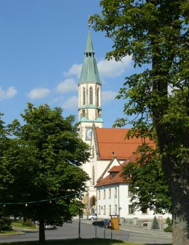 Kostel ve Waldthurnu (vesnici na bývalé trati, po níž uháníme), tedy pokud se nepletu.