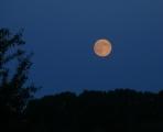 Z kempu je krásný výhled na měsíc v úplňku