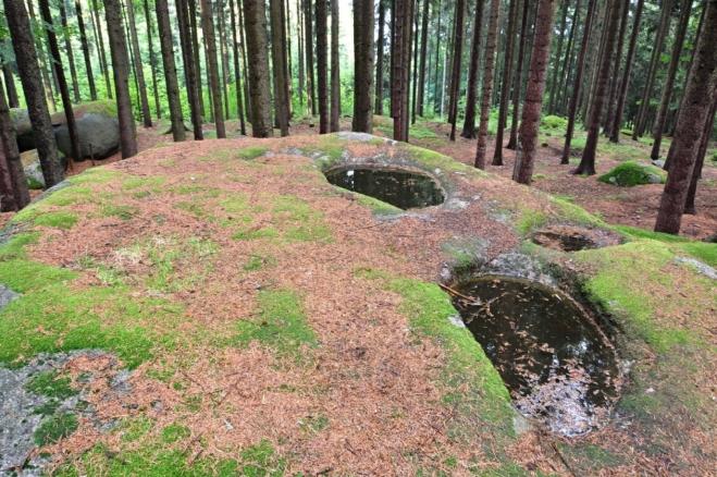 Skalní mísy. Dílo přírody nebo obětní místo vytvořené našimi předky?