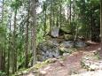Dračí skály sestupují z výšky 825 m až k břehům Otavy.