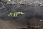 V jeskyni.