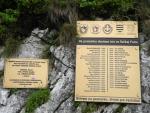 Na památku obětem Velké Fatry je zde tabule s jmény zahynulých. Hory jsou krásné, ale bývají i zrádné a nelze je podceňovat.