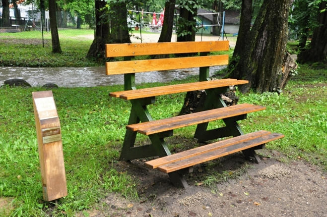 Kaskádová lavička.