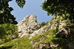 Za sestupu do Horné Poruby je možné vrchol Vápeče spatřit z jiného úhlu pohledu.