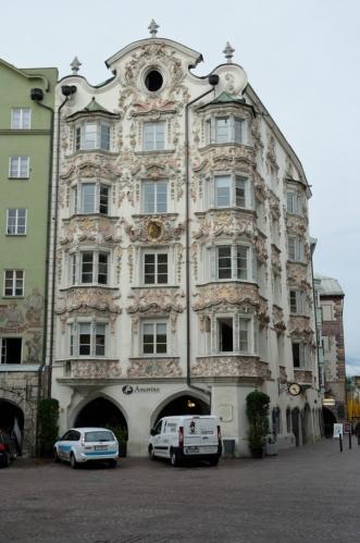 Dům zvaný Helblinghaus z 15. století, na němž se postupně podepsala gotika, baroko i rokoko