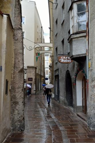 Ještě nějakou dobu bloumám uličkami starého města, které není příliš rozsáhlé (mně však rozsáhlé připadá, neboť k němu mylně počítám i další ulice).