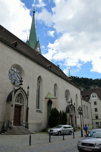 Katedrála svatého Mikuláše (Dom St. Nikolaus) na východním okraji historického centra. Současná gotická verze pochází z roku 1478, předtím na jejím místě stávala katedrála nejméně o dvě století starší.