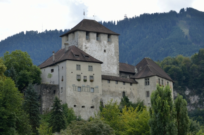 Hrad Schattenburg, který jste mohli zahlédnout už na předchozí fotce, si jakožto hlavní dominantu města nechávám až na konec.