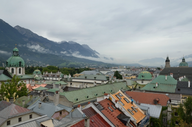 Pohled dál do údolí Innu, jež je hlavní osou civilizace v Tyrolsku. Asi netřeba zdůrazňovat, podle čeho byl Innsbruck pojmenován.
