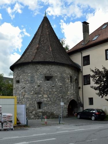 Prašná věž (Pulverturm) z roku 1460, nejjižnější bod někdejších městských hradeb