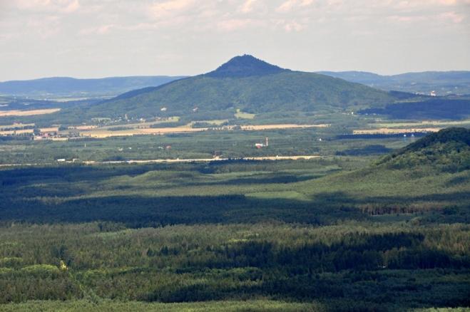 Vrchol Ralsko (696 m n. m.), a celý bývalý vojenský prostor, je dnes již přístupné. Původní úmysl byl vystoupit i na tento atraktivní vrchol, nakonec na to již nebyl čas.