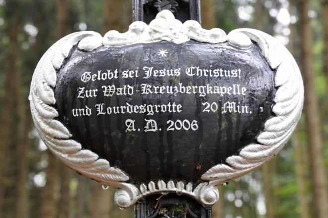 Německý nápis na křížku jasně ukazuje, že zde český živel byl v menšině.