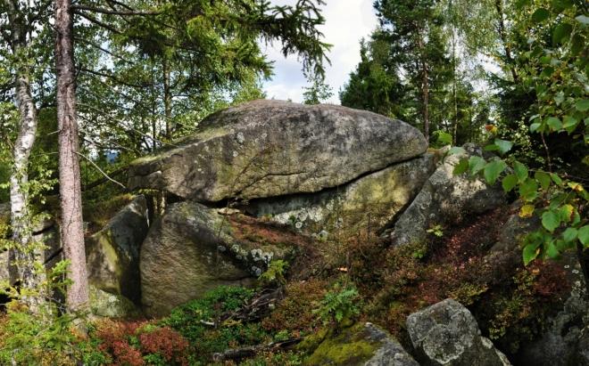 Jdeme kamenným mořem k zajímavému skalisku, Čertovu kopytu.