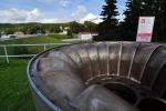 Kus rotoru z vodní elektrárny, do které se dá nahlédnout.