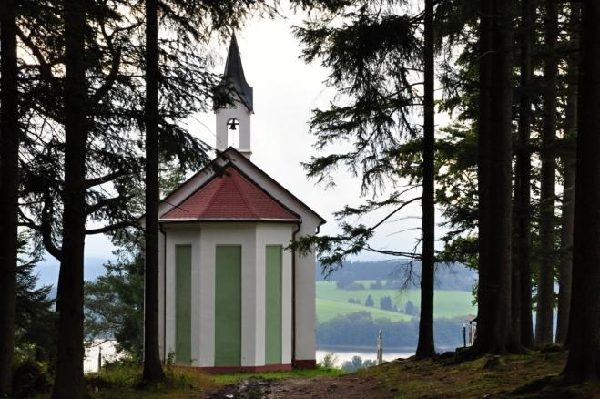 Kaple Vysoká muka (Hohe Merter), byla dostavěna r. 1898 na místě Staré kaple Ukřižovaného. Vede k ní nově restaurovaná křížová cesta, jejíž oprava byla dokončena v roce 2000.