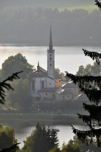 Frymburk je jako Fritburk známý již od roku 1198, kdy zde nad Vltavským brodem stál strážní hrad.