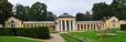 Ferdinandův pavilon klacisitního stylu je přes den volně přístupný, podobně jako další pavilony.