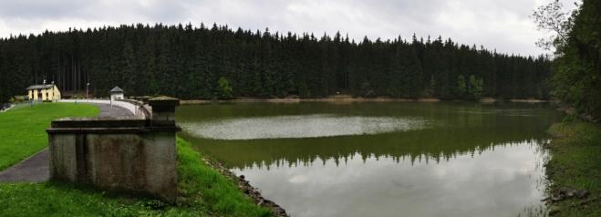 Údolní vodní nádrž Mariánské Lázně je zdrojem pitné vody l. stupně.