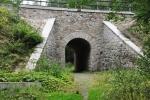 Viadukt, kterým se jde k Myšímu prameni.