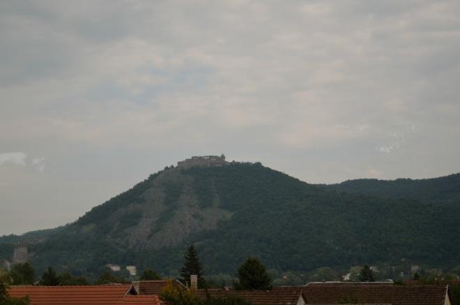 """Hrad ve Visegrádu (""""višegrádu"""") stál za vyfocení i přes okno vlaku."""