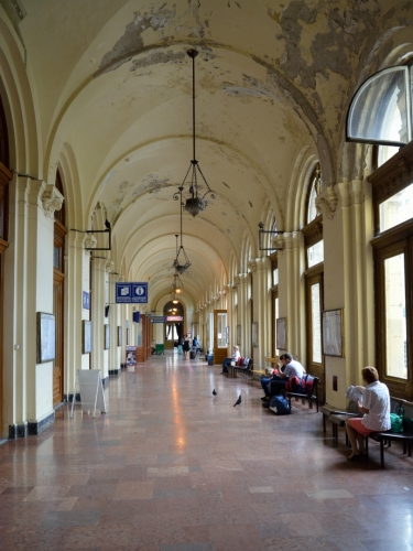V prostorách nádraží jsme dlouho nepobyli.