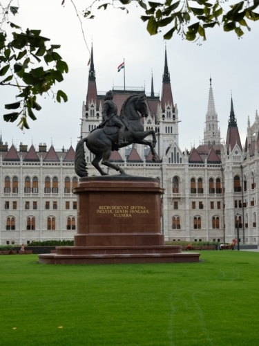 Jezdecká socha knížete Františka II. Rákócziho, vůdce protihabsburského povstání proběhnuvšího počátkem 18. století.